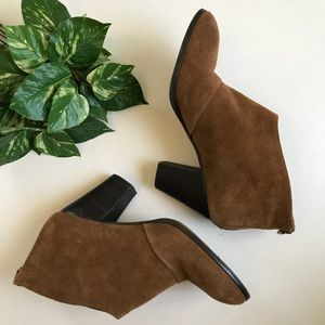 Ann Taylor • Camel Brown Suede Booties Size 8